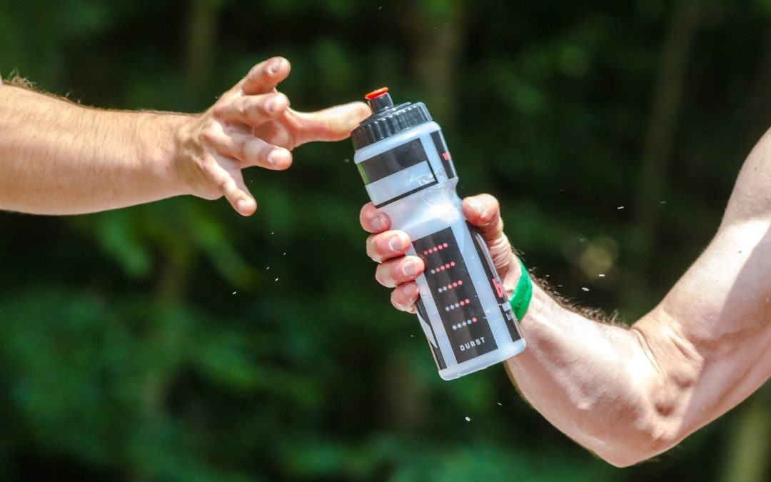 Sportif avec gourde d'eau gymnasium héricourt